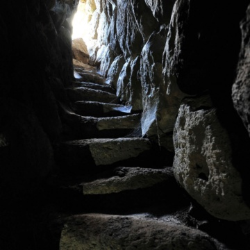 Padria, Nuraghe Longu. The staircase. (photo Ivo Piras)